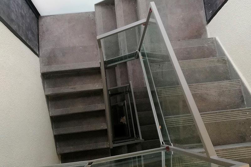 Barandillas metálicas escalera